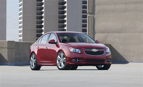 chevrolet cruze chevy review ratings specs