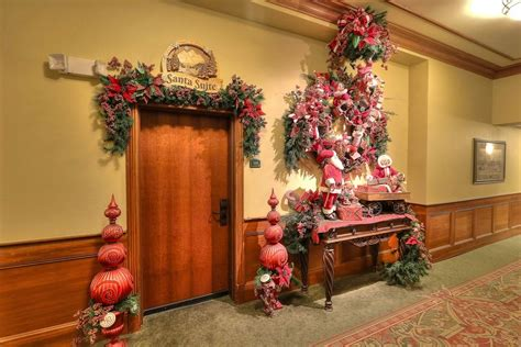 santa suite the inn at place pigeon forge tn - The Inn At Christmas Place Garland Length