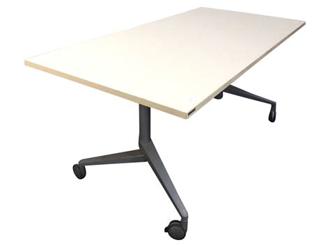 table de bureau pliante table de réunion pliante wiesner hager d 39 occasion adopte
