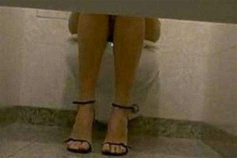 spiate al bagno quot spiate nei bagni dell ufficio quot una scoperta choc e
