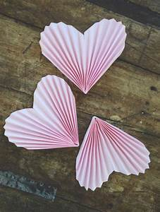 Herz Aus Papier Basteln : herzgirlande aus papier basteln dekoking diy ~ Lizthompson.info Haus und Dekorationen