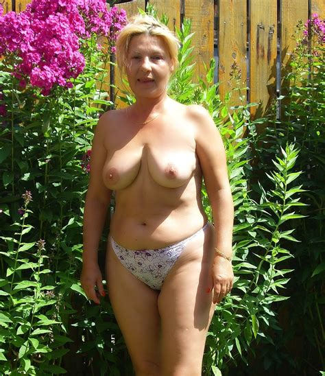 Naked Outdoor Mature Sex Pics
