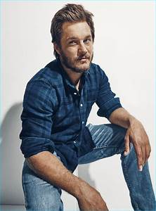 Travis Fimmel Goes Casual for Esquire, Talks 'Warcraft' CGI