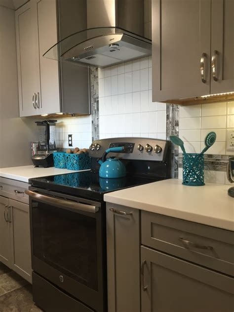 what s the cabinet paint color