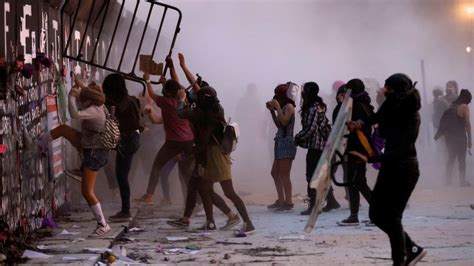 Women's Day: Protesters clash with police in Mexico - KBC ...