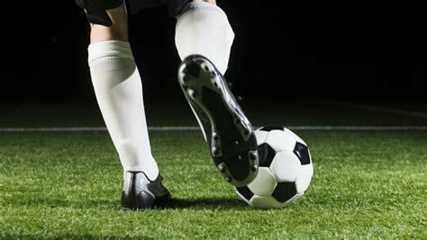 Es ist der volkssport in deutschland: Was machen gute Hallenfußballschuhe aus
