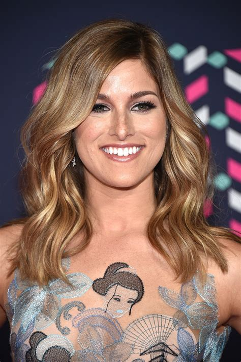 cassadee pope medium wavy cut cassadee pope