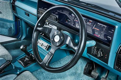 brok interieur holden vk group a commodore 1984 1985 buyer s guide
