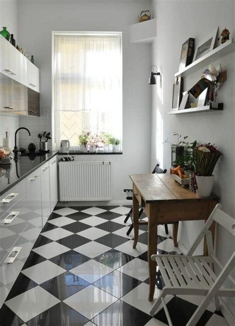 cuisine carrelage noir et blanc le carrelage damier noir et blanc en 78 photos archzine fr