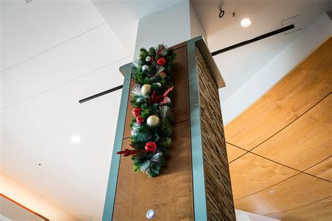 how to decorate indoor column for xmas pine spray light pole decoration downtown decorations