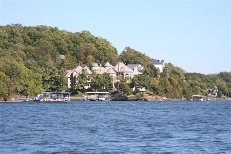 File:Lake of the Ozarks, MO Houses 03.JPG - Wikimedia Commons