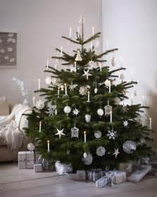 wohnidee wohnzimmer festlich wir dekorieren den christbaum
