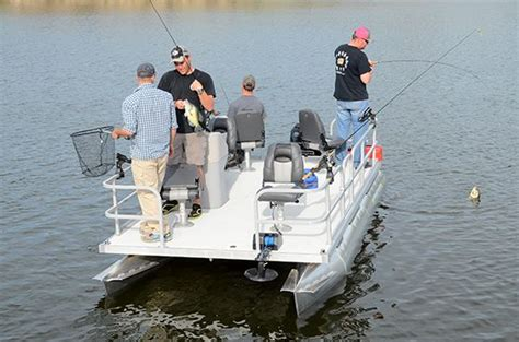 Crappie Fishing Boat Accessories by Best 20 Mini Pontoon Boats Ideas On Small