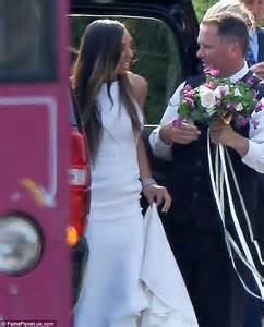 vanessa williams dons  stunning gowns  wedding