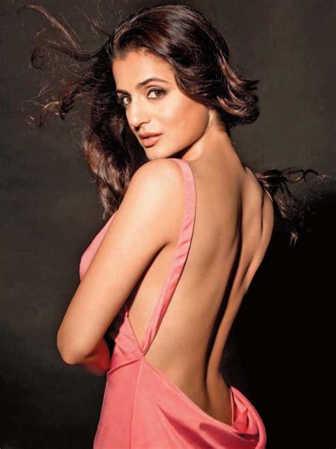 Ameesha Patel Sexy Photos And Wallpapers In Bikini Hd