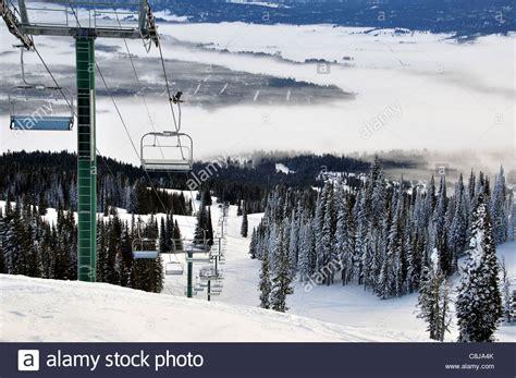 Ein Skilift Am West Mountain Tamarack Lodge Mit Blick Auf Eine Wolke Bedeckt Long Valley