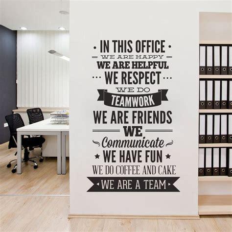 bureau decor tipografía de decoración de oficina en esta oficina