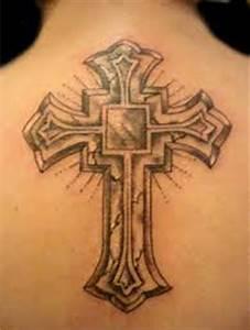 Croix Tatouage Homme : tatouage croix gothique dos mod les et exemples ~ Dallasstarsshop.com Idées de Décoration