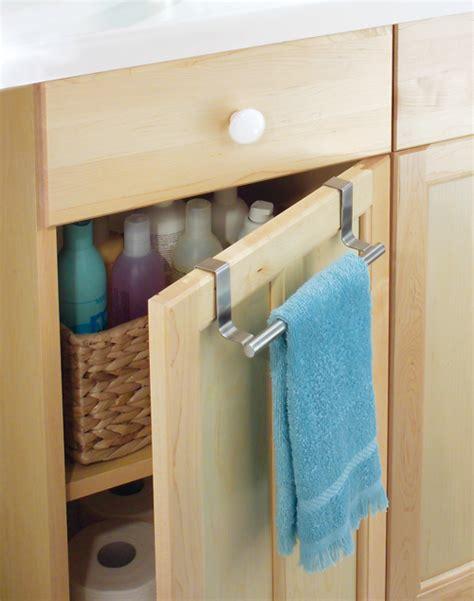 rangement de la salle de bain une astucieuse barre porte serviettes