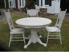 Shabby Chic Dining Table Ladybird 39 S Vintage Dining Table French Shabby Chic Dining Table Shabby Chic Farmhouse Dining Table With Four Multicoloured Chairs F Dining Tables