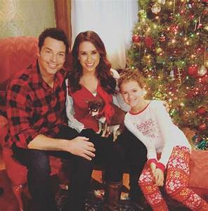 Lacey Chabert is expecting her first baby - Photo 1