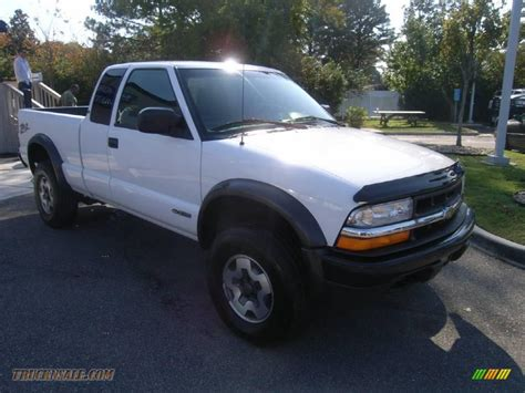 chevrolet  zr extended cab   summit white
