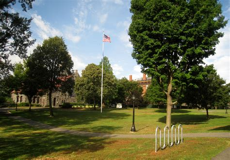 File:Campus - Tufts University - IMG 0950.JPG - Wikimedia ...