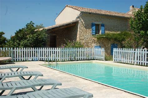 chambre d hotes grignan chambre hotes richerenches piscine maison locations à