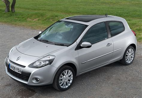 renault hatchback renault clio hatchback 2005 2012 features equipment
