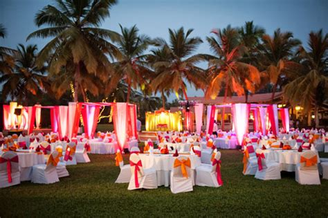 sunset beach table wedding decoration ideasWedWebTalks   WedWebTalks