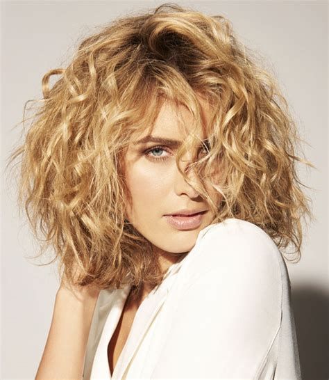haircuts for medium curly hair 12 medium curly hairstyles and haircuts for 2017 1685