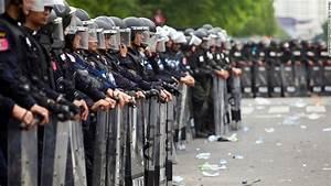 Thai police use tear gas at government protest - CNN.com