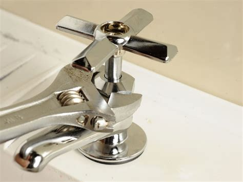 fixing a leaking faucet stem how to fix a leaky stem faucet dummies