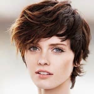 coupe de cheveux courte femme visage ovale quelle coupe courte adopter suivez le guide avec les