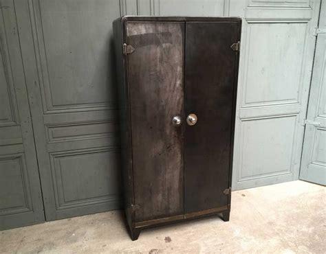 armoire m 233 tal tolix typique d un mobilier industriel