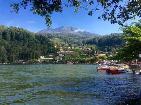telaga sarangan tempat wisata favorite  kaki gunung