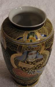Japanische Vasen Stempel : alte japanische vase aus hauchd nnem porzellan dekor reliefartig mit ~ Watch28wear.com Haus und Dekorationen