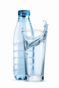 Holzeingangstüren Mit Glas : wasserflasche und glas vektor abbildung illustration von ~ Sanjose-hotels-ca.com Haus und Dekorationen