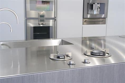 fabriquer sa table de cuisine intégrer un évier dans un plan de travail inox pour des