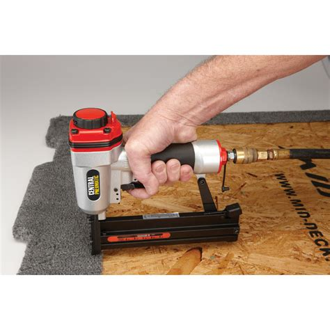 harbor freight tools floor nailer 18 1 4 in crown air stapler