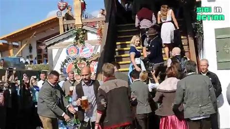 The oktoberfest's power consumption totals approximately 2.7 million kilowatt hours, not including assembly and dismantling of the attractions. FC Bayern München feiert @ Käfer Wiesn-Schänke @ Oktoberfest 2015-Day 12 - YouTube