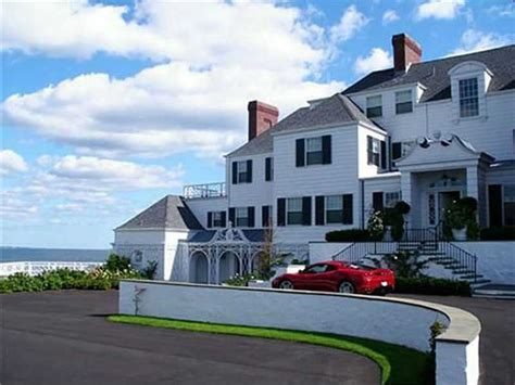 House Tour Tuesday— Taylor Swift's Rhode Island Mansion