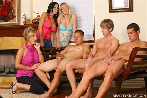 Hot Cfnm Smokin Milfs Tease And Masterba Xxx Dessert Picture