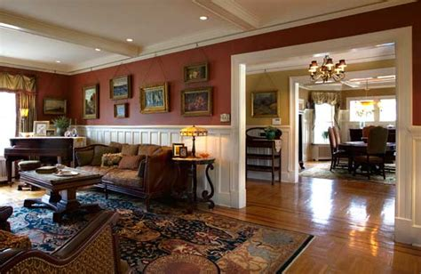 comfort class    colonial revival  house