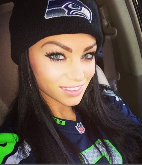 top  hottest seahawks cheerleaders  fans