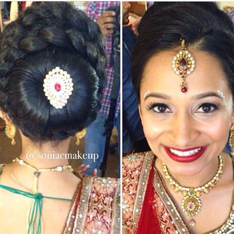 indian bride wearing bridal lehenga  jewelry