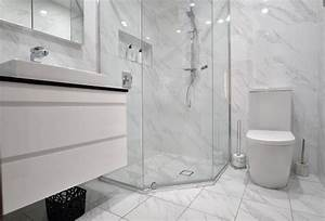 Make your small bathroom look large with these 7 easy tips for Small bathroom big or small tiles