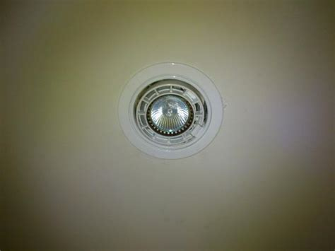 changing bulbs in recessed ceiling lights trouble changing out light bulb from recessed light