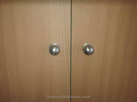 cual es la altura estandar de  pomo en una puerta