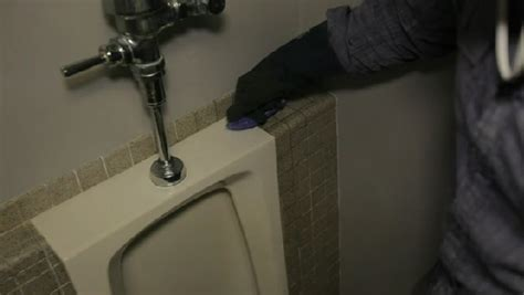 Video: How Do I Remove Mildew From a Bathroom?   eHow
